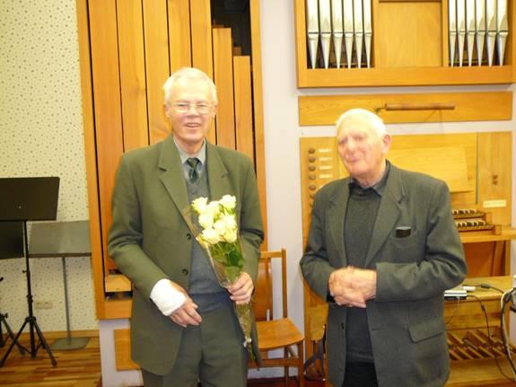 Nuotraukoje: prof. R. Karazija (kairėje) ir draugijos tarybos pirmininkas prof. A. Gurskas.