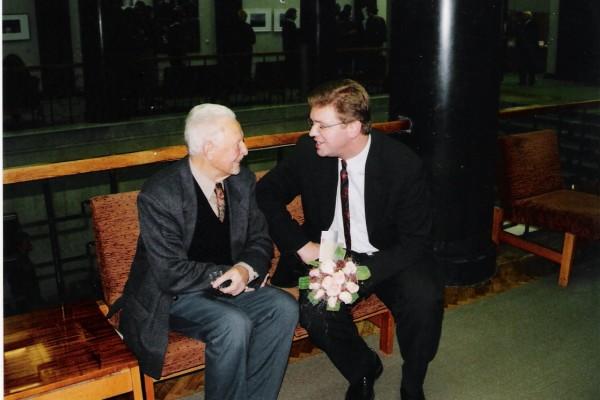 Čekijos Respublikos ambasadoriaus S. Fülle ir A. Končiaus pokalbis. Vilnius, 2000 m.