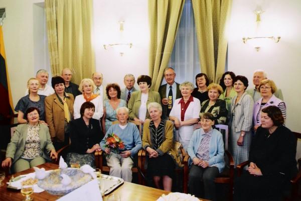 Draugijos nariai mini A. Končiaus 80 metų jubiliejų.